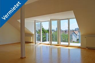Lichtdurchfluteter Wohn-/Essbereich Dachgeschoss-Wohnung in KA-Neureut